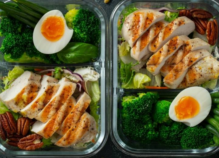 What is the keto diet and how does it affect the body